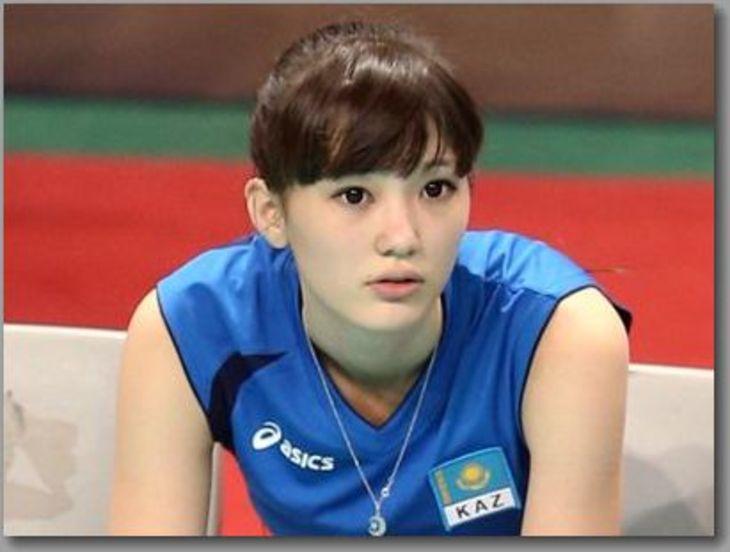 カザフスタンの女性バレー選手が美し ...