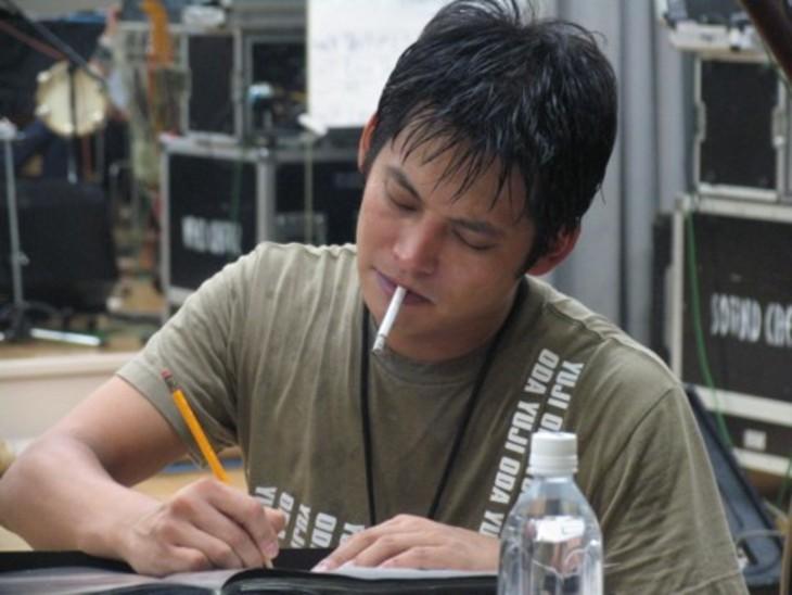 タバコ 吸っ てる 芸能人
